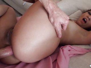 Как порнозвезды готовятся к анальному сексу